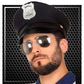 Gorros de policías y presos