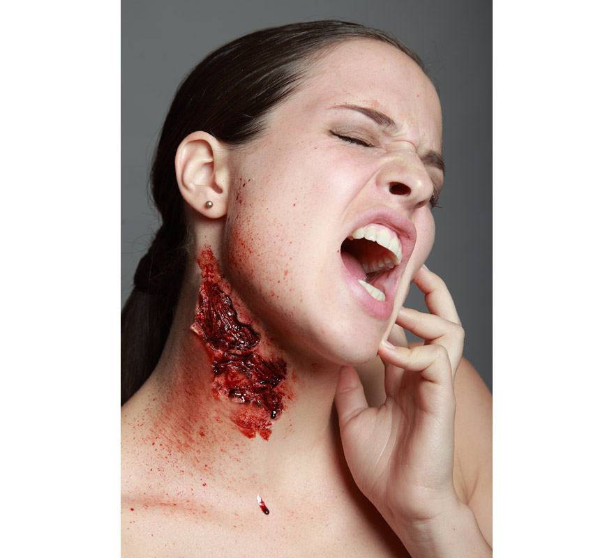 Maquillage attaque d 39 un monstre fx en latex pour halloween - Maquillage latex halloween ...