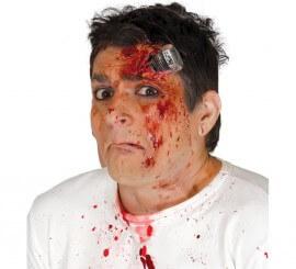 Cicatriz de tornillo con sangre y adhesivo