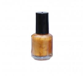 Laca de uñas de color oro
