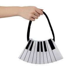 Bolso en forma de teclas del Piano