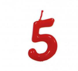 Vela roja con el número 5 para cumpleaños